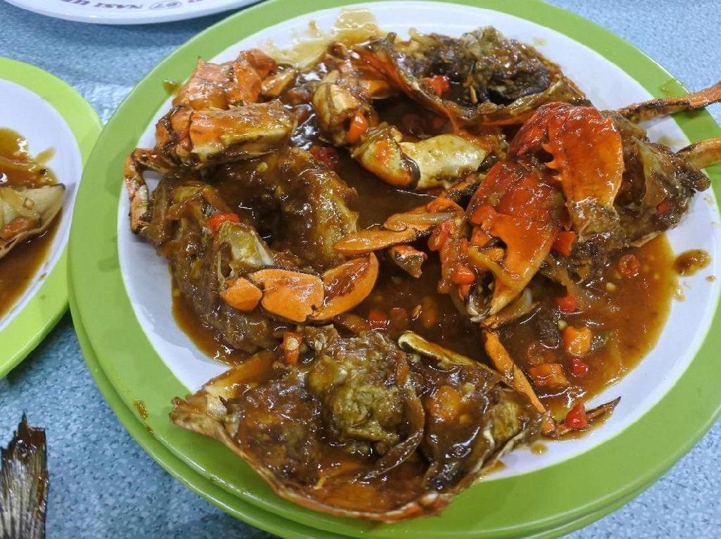 Ade Fani 67: Puas Makan Kepiting hingga Baronang di Warung Tenda