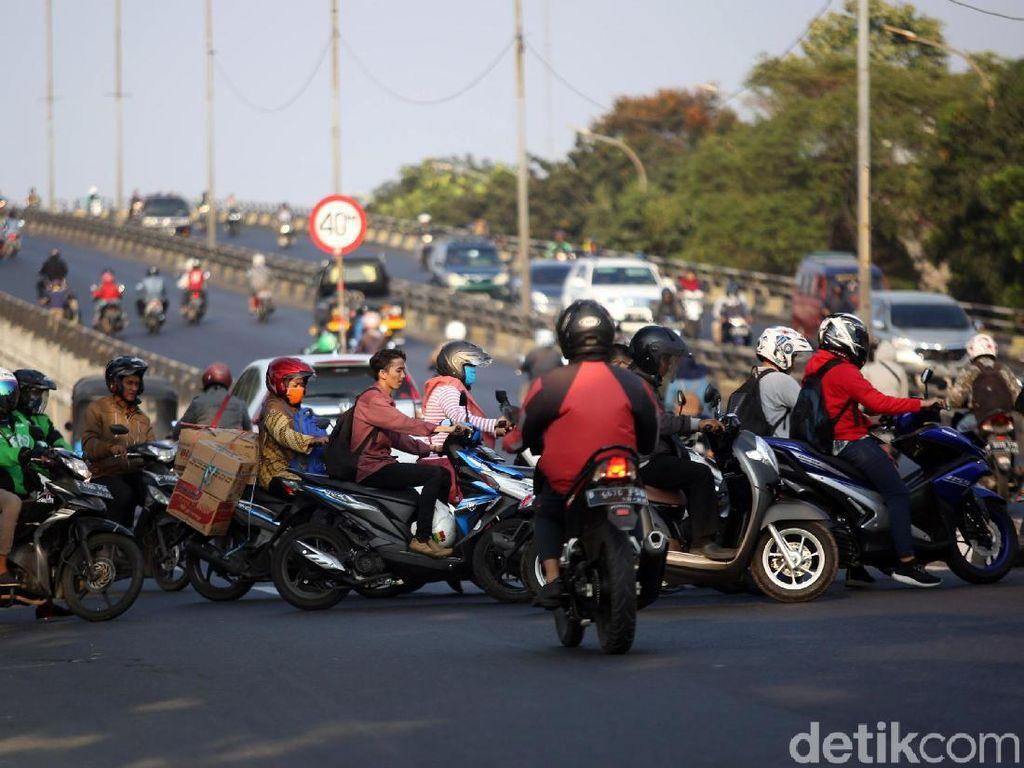 Membatasi Mobilitas Sepeda Motor
