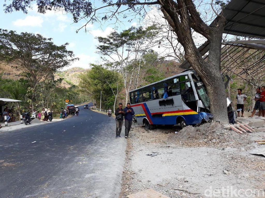 Usai Ditabrak Truk, Bus Hantam Pohon di Gunungkidul