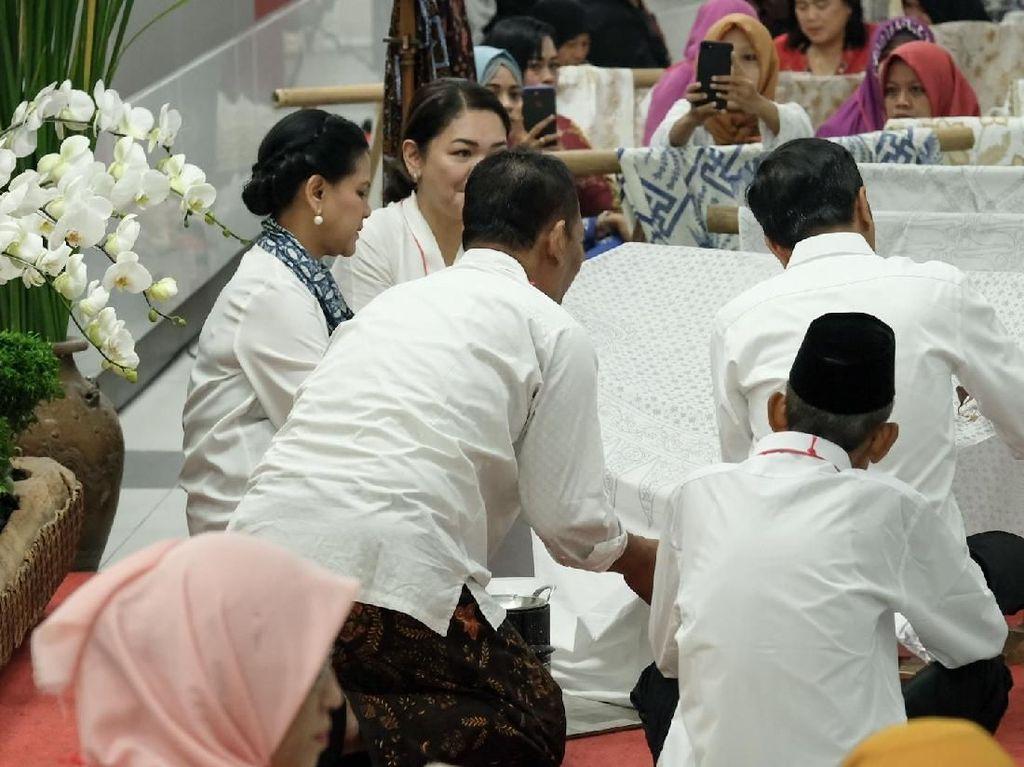 Video: Sambut Bulan Kemerdekaan, Jokowi Membatik di Stasiun MRT
