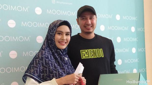 Kartika Putri dan suaminya, Usman Bin Yahya/