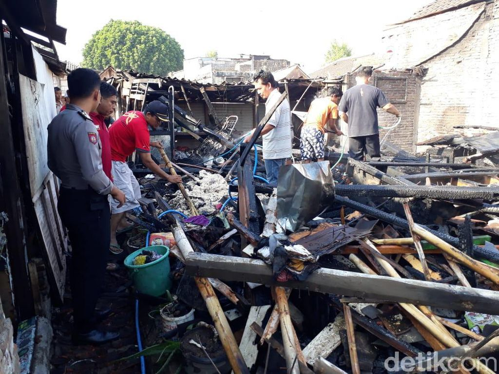 Masak Pakai Sekam dan Ditinggal ke Pasar, Rumah Yusron Ludes Terbakar