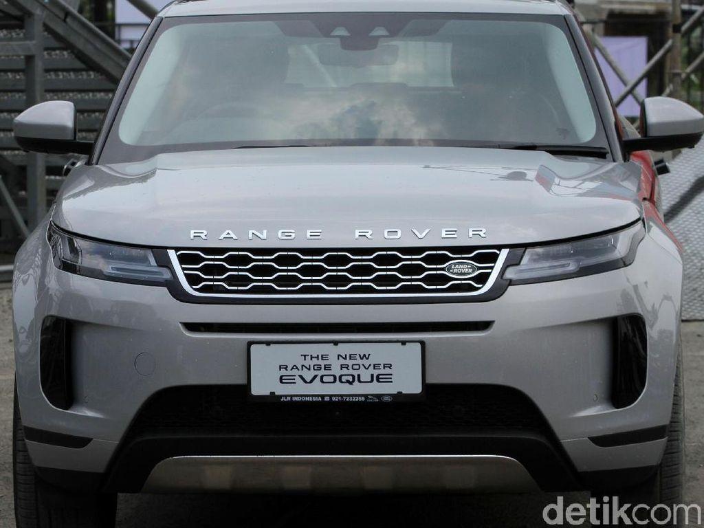 Range Rover Evoque Meluncur di Jakarta