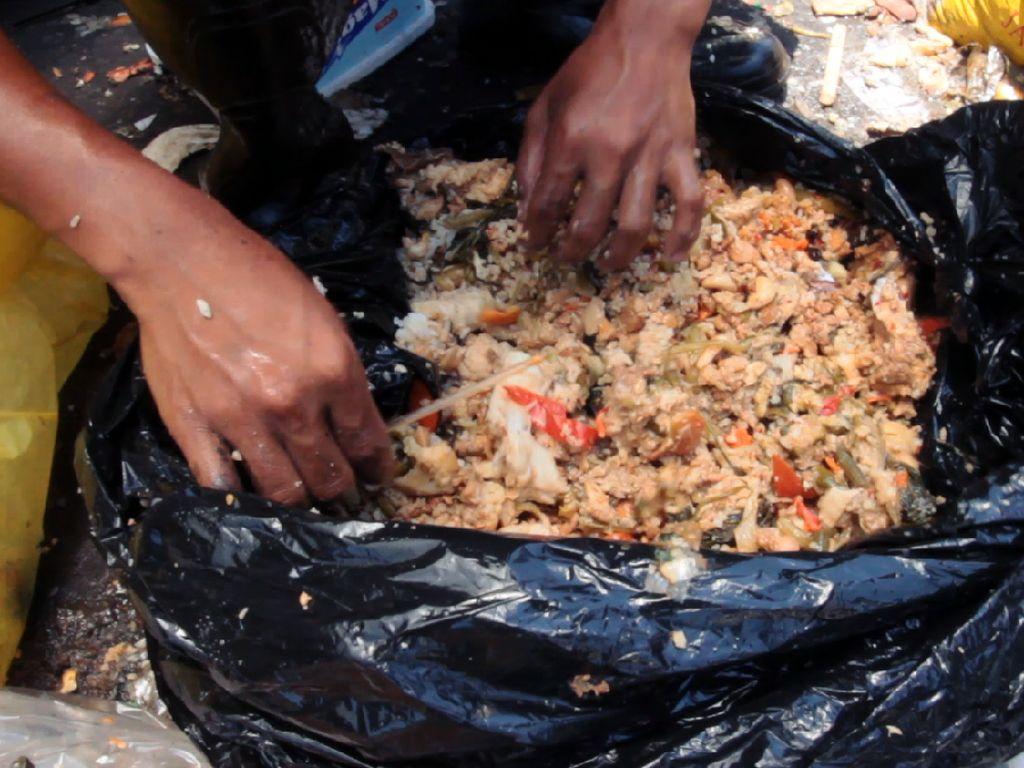 Miris! 5 Negara Ini Warganya MasihMengais Sisa Makanan di Tempat Sampah