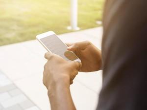 7 Tips Aman dan Nyaman Pakai Ponsel Saat Ramai Demo
