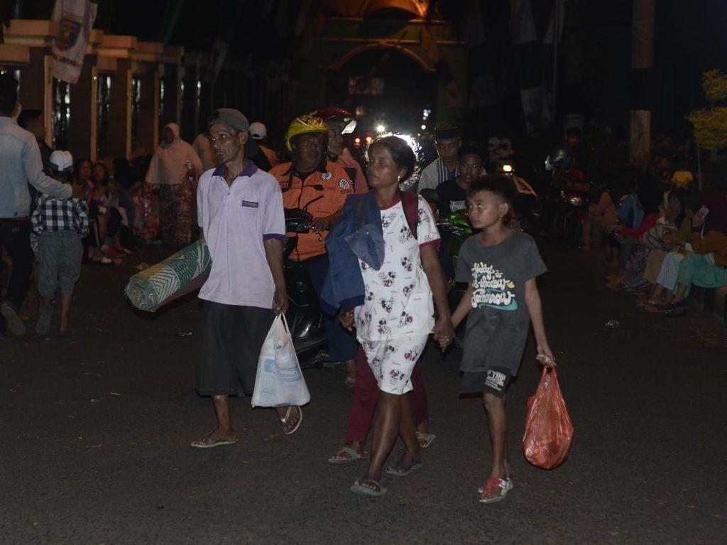 Kepanikan Warga Lampung Akibat Gempa