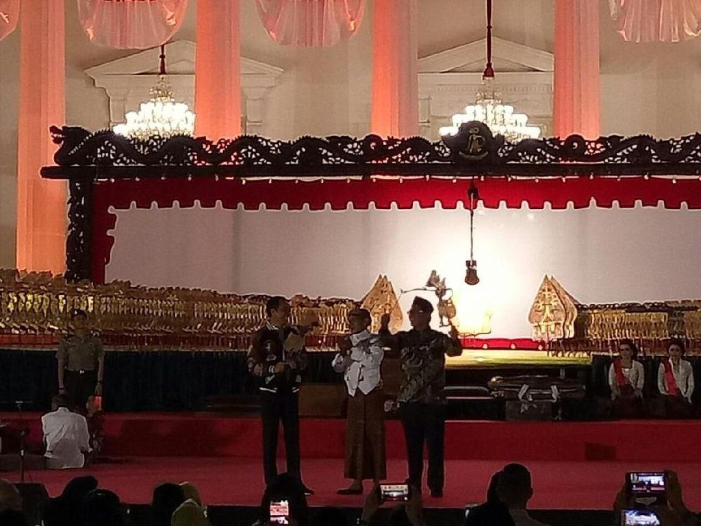 Kata Jokowi soal Wayang Kresna yang Diserahkan ke Ki Manteb