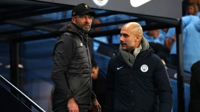 MANCHESTER, ENGLAND - JANUARY 03:  Jurgen Klopp, Manager of Liverpool shakes hands with Josep Guardiola, Manager of Manchester City prior to the Premier League match between Manchester City and Liverpool FC at the Etihad Stadium on January 3, 2019 in Manchester, United Kingdom.  (Photo by Clive Brunskill/Getty Images)