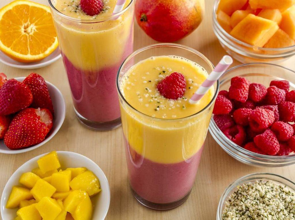 Lengkapi Bekal Sekolah si Kecil dengan Strawberry Mango Smoothie