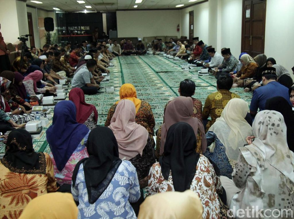 Nono Sampono Doa Bersama Karyawan DPD RI
