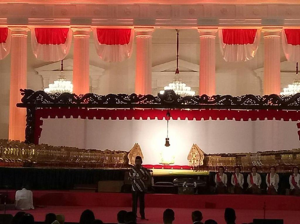 Sambut HUT RI Ke-74, Jokowi Saksikan Wayangan di Istana