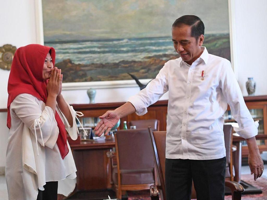 Ekspresi Baiq Nuril Saat Bertemu Jokowi