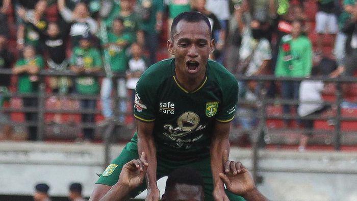 Persebaya Surabaya menang atas Persipura Jayapura. (Foto: Moch Asim/Antara)