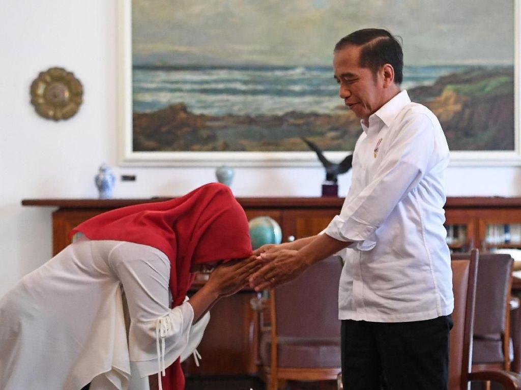 Baiq Nuril: Saya Bangga Punya Presiden Seperti Jokowi