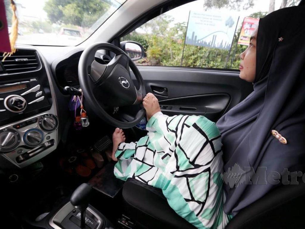Kisah Wanita Tanpa Tangan Belajar Setir Mobil Sendiri, Alasannya Bikin Haru