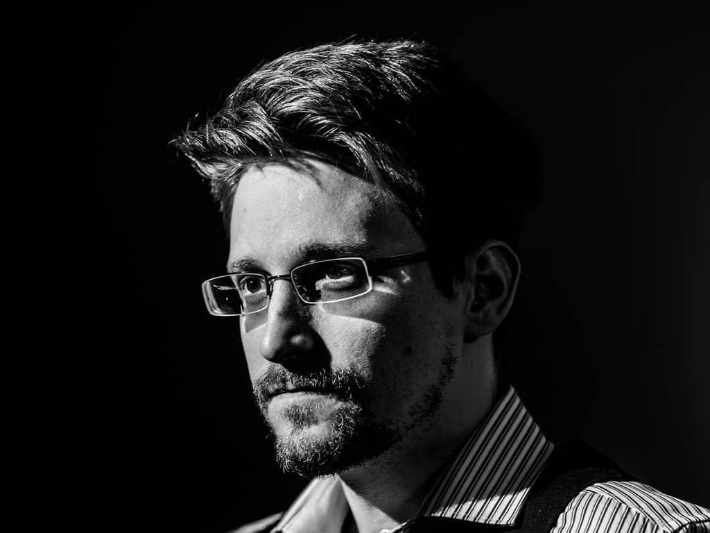 Edward Snowden Mau Umbar Cara Facebook Mata-matai Pengguna