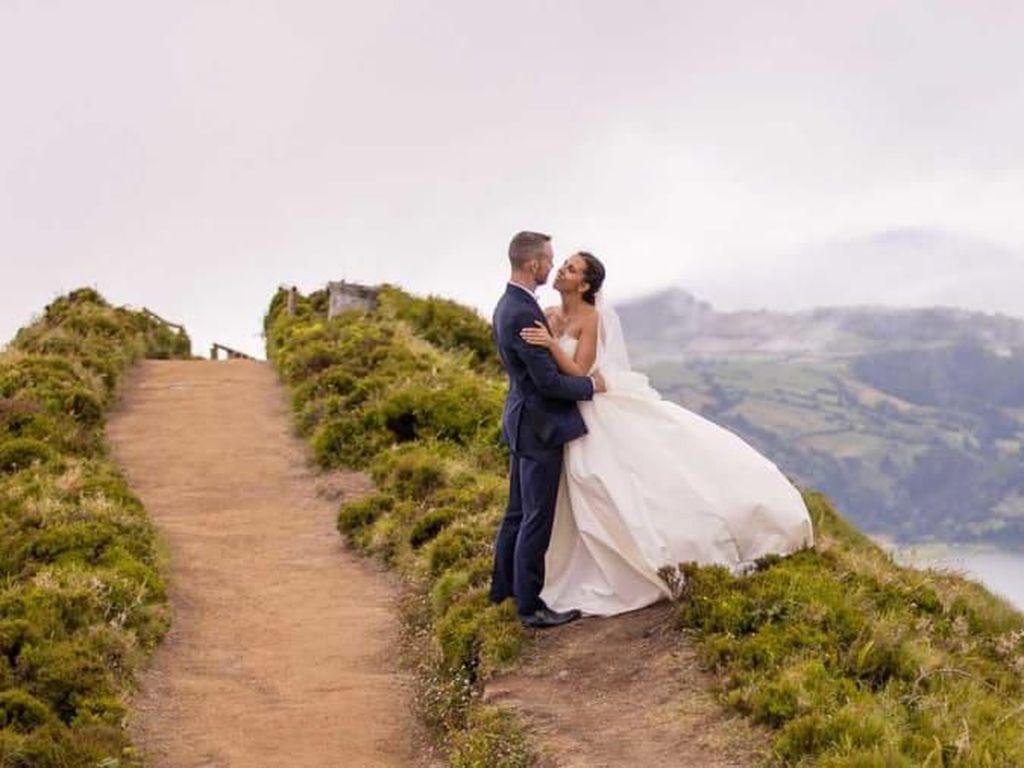 Bertemu di Pesawat, Jatuh Cinta Lalu Menikah
