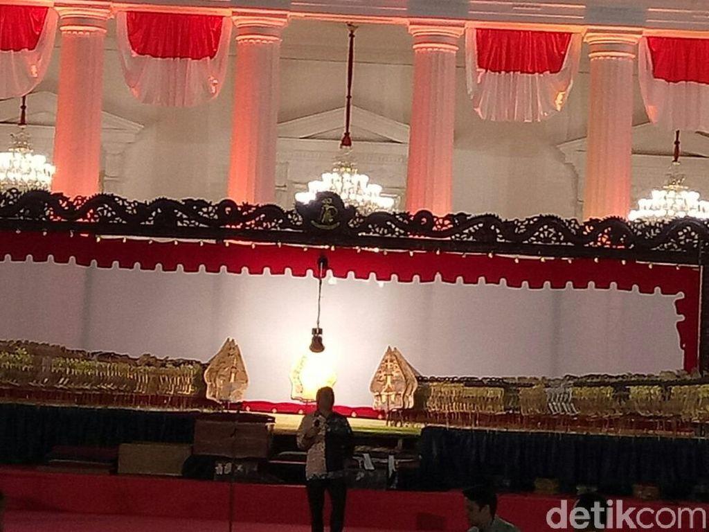 Acara Wayang Dimulai, Jokowi Serahkan Wayang Kresna ke Ki Manteb