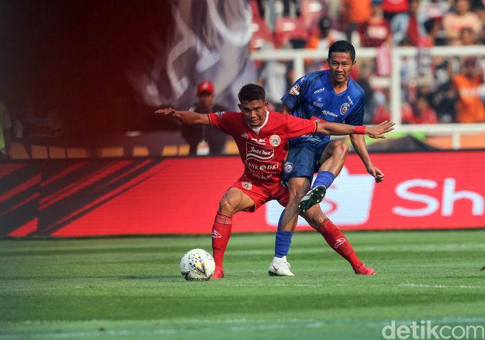 Persija Jakarta gagal mengalahkan Arema FC di pekan ke-12 Liga 1 2019. Sempat unggul 2-1, Macan Kemayoran harus puas berbagi angka 2-2 dengan Singo Edan.