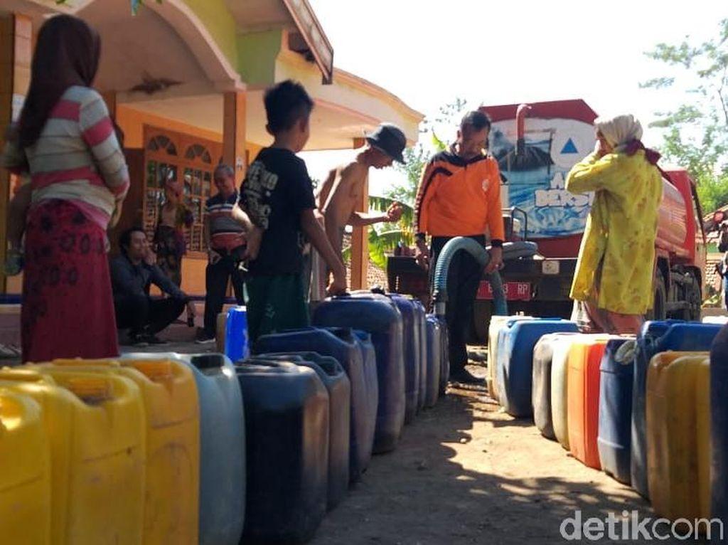 Empat Bulan Kekeringan, Warga di Probolinggo Baru Dapat Pasokan Air Bersih