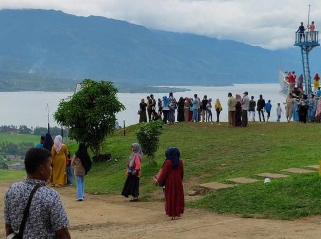 Tempat Asyik Menikmati Indahnya Danau Singkarak