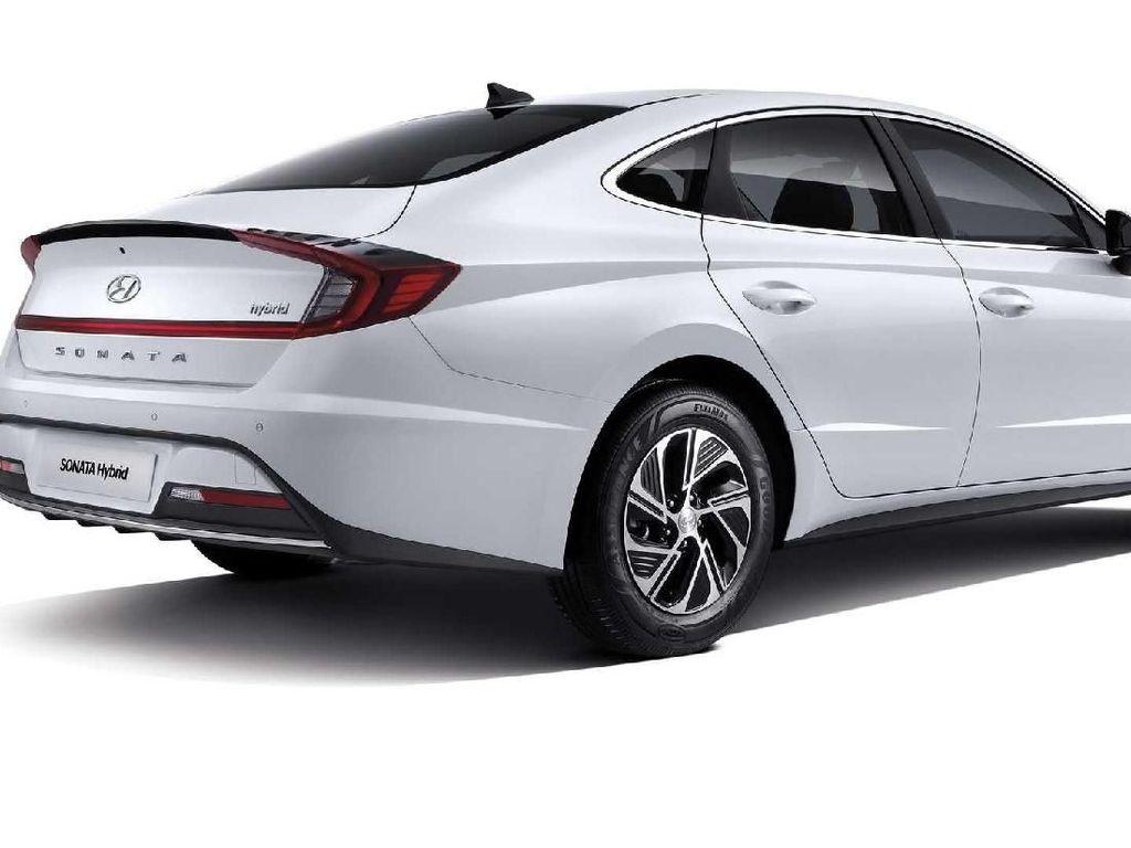 Baterai Mobil Hybrid Kena Panas di Parkiran, Amankah?