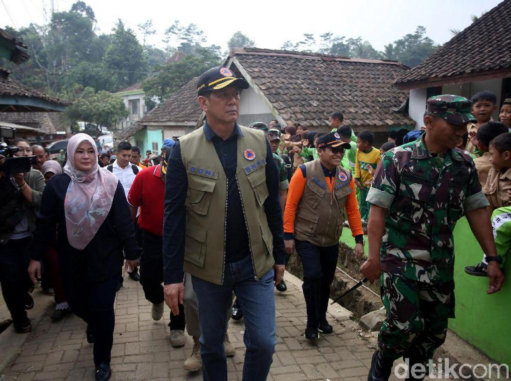 Momen Kepala BNPB Tinjau Lokasi Terdampak Gempa Banten