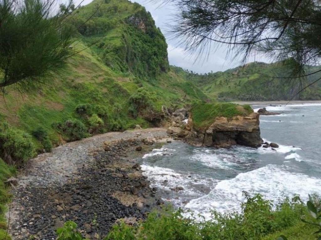10 Pantai Terindah di Jawa Tengah yang Bikin Kamu Betah