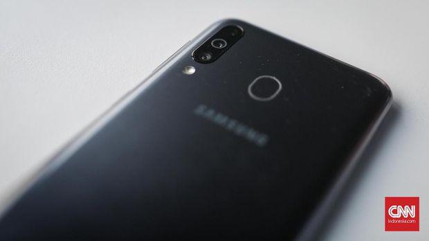 Samsung Galaxy M30, Baterai dan Layar Maksimal
