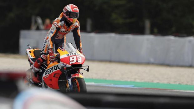 Spain's rider Marc Marquez of the Repsol Honda Team celebrates his victory in the MotoGP race at the Czech Republic motorcycle Grand Prix at the Automotodrom Brno, in Brno, Czech Republic, Sunday, Aug. 4, 2019. (AP Photo/Petr David Josek)