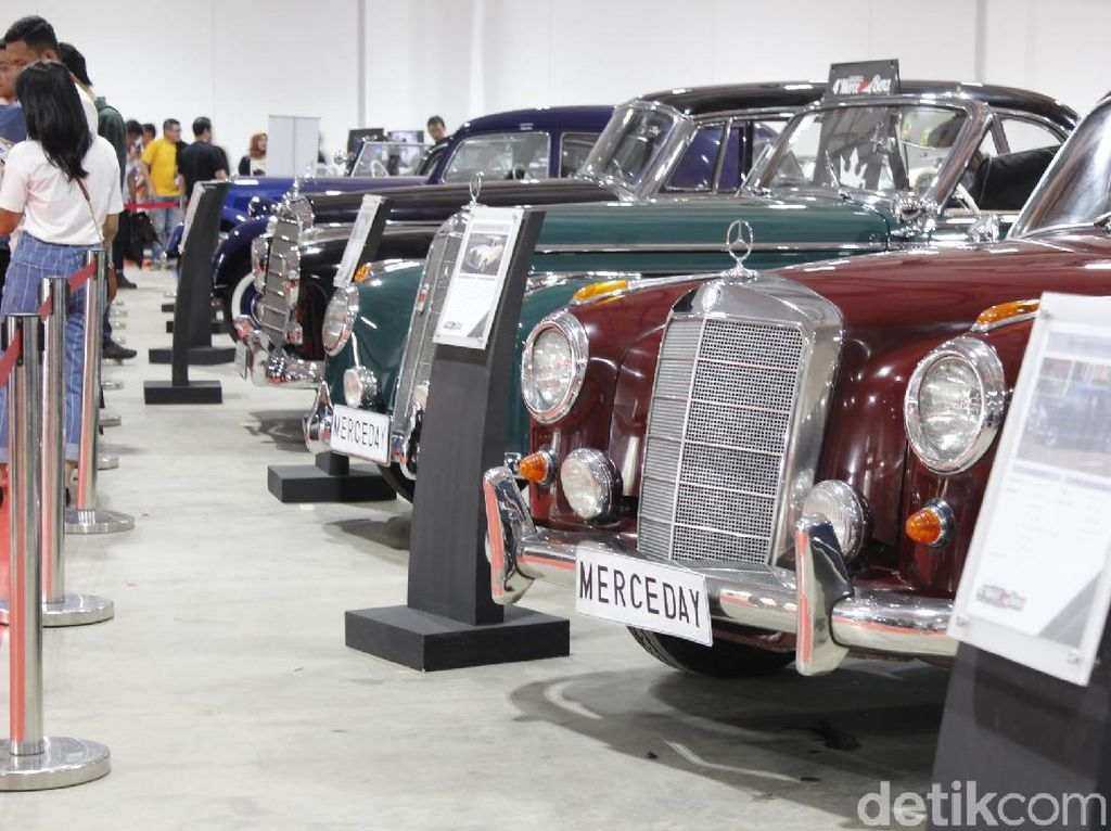 Puluhan Mobil Antik Mercy yang Menarik Mata