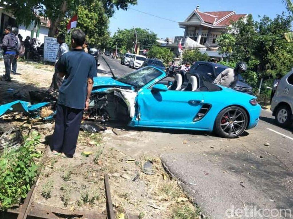 Spek Mobil Porsche yang Alami Tabrakan di Magetan