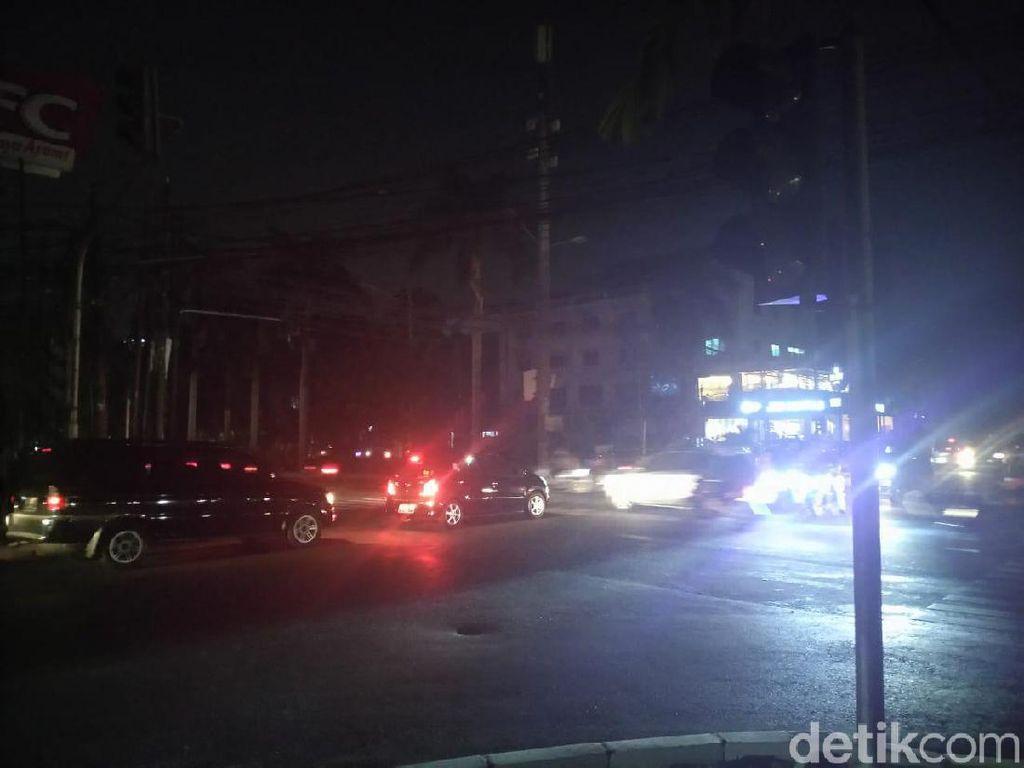 Lampu Setopan 6 Perempatan di Kota Bandung Masih Mati