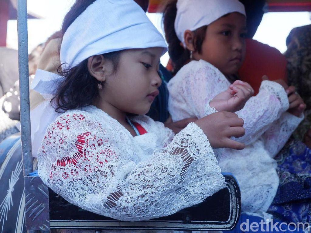 Potret Suasana Ruwat Anak Berambut Gembel Dieng