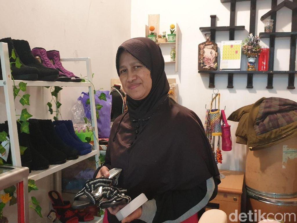 Seni Rajut Sepatu Ala Sri Dewi: Dari Hobi Jadi Menginspirasi