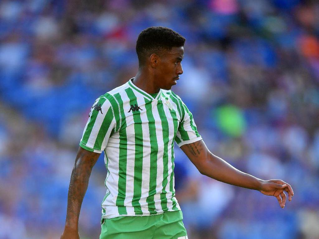 Barcelona Resmi Rekrut Junior Firpo