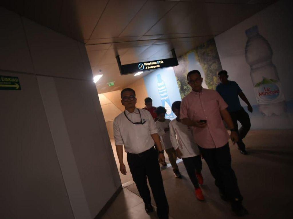 Potret Anies Keliling Stasiun MRT-RSUD Cek Dampak Listrik Padam