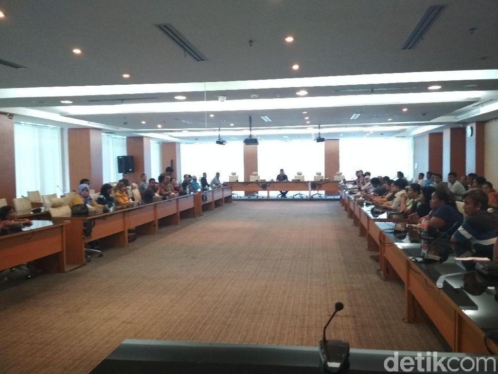 Pedagang Warkop yang Digusur Mengadu ke DPRD Sumut