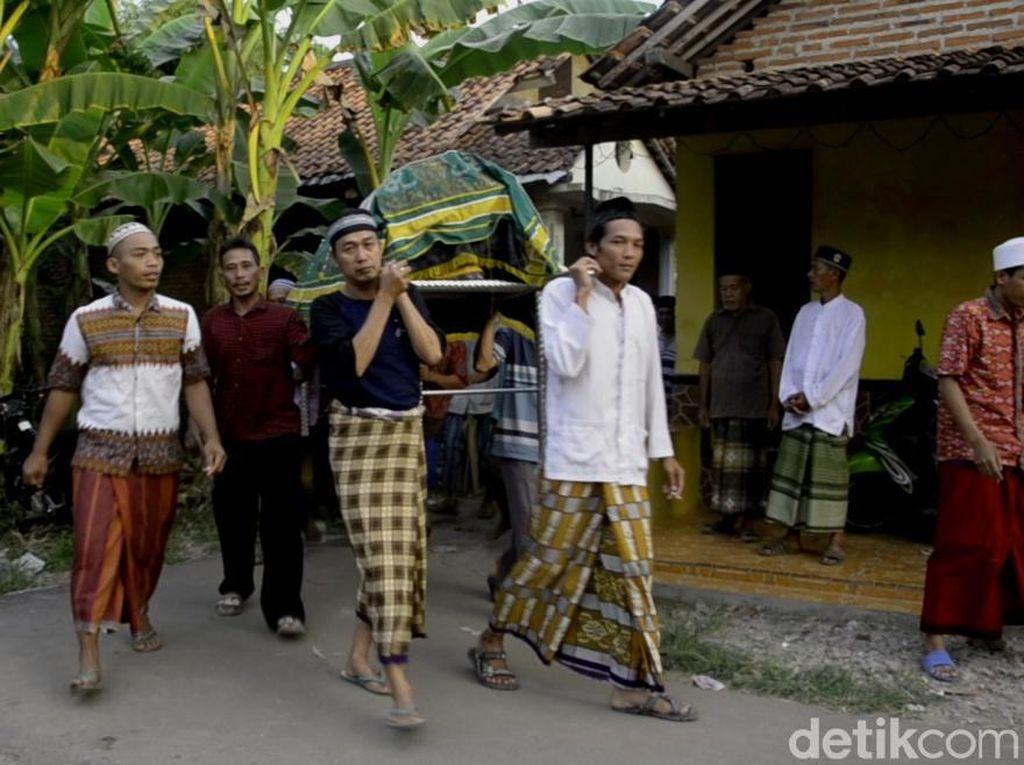 Casmuri Korban KM Pieces yang Celaka di Selat Makassar Dimakamkan