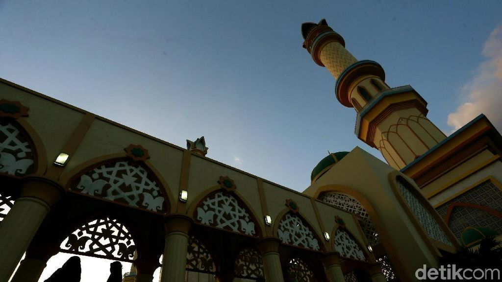 Senja Menawan di Masjid Islamic Center Lombok