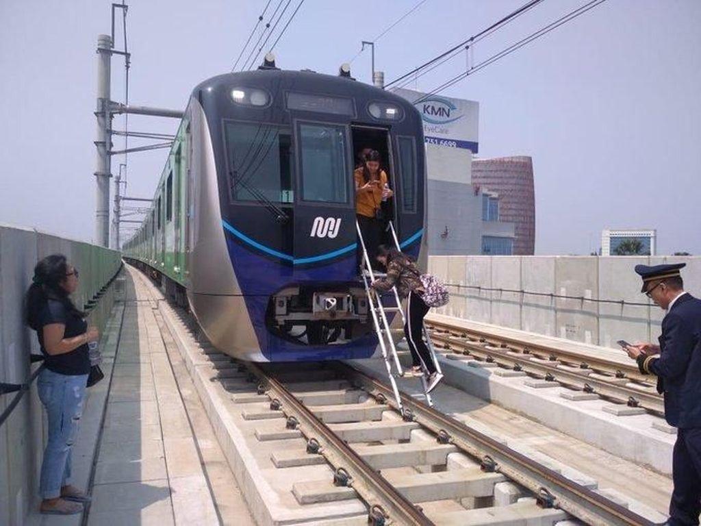 MRT Disarankan Punya Pembangkit Listrik Sendiri, Dirut: Mahal