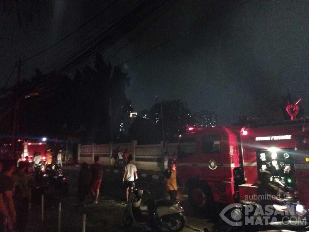 Kebakaran di Setiabudi Jaksel, 15 Unit Damkar Dikerahkan