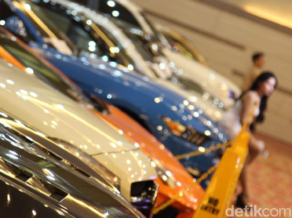 Ratusan Mobil Modifikasi Adu Ganteng di Medan