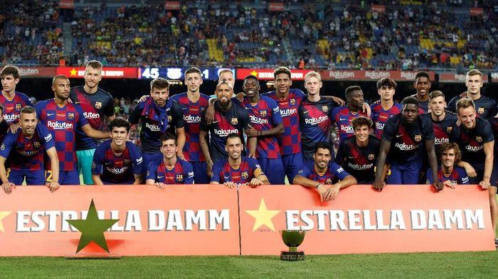 Ernesto Valverde mengakui Barcelona punya stok gelandang cukup banyak (Foto: Albert Gea/Reuters)
