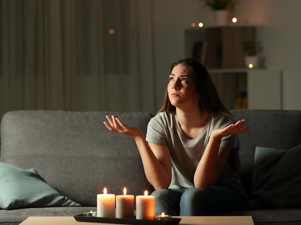 8 Cuit Kocak Netizen Curhat Galau Soal Cinta karena Listrik Mati Lagi