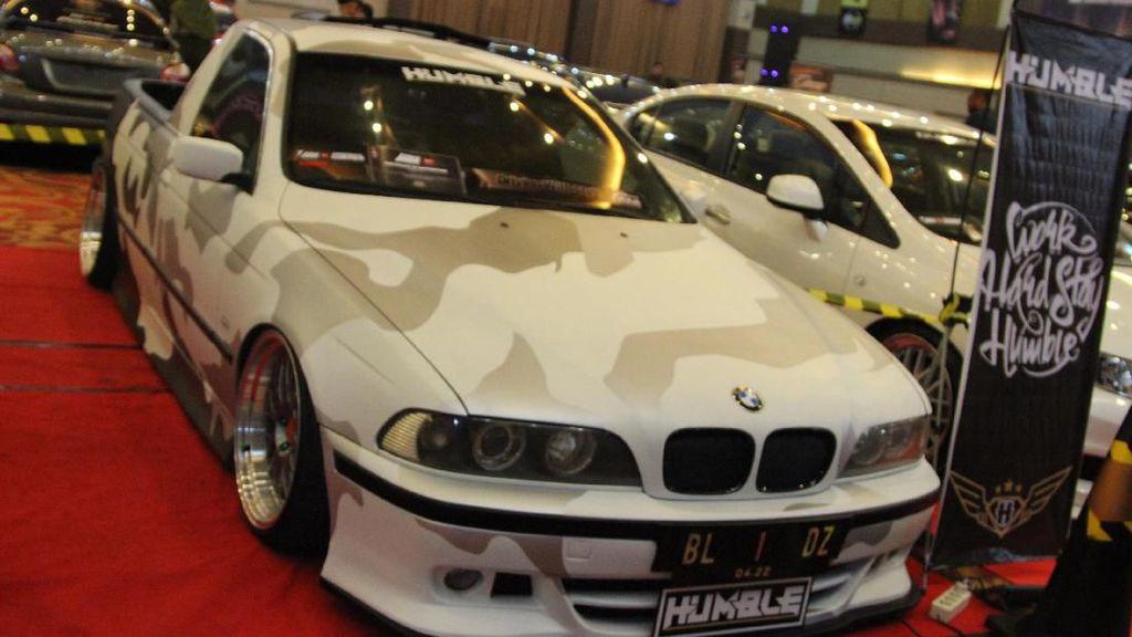 Gokil! Mobil BMW Jadi Pikap di Medan
