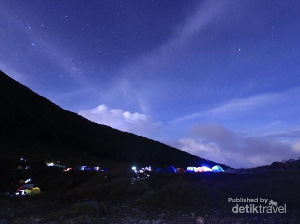 Foto: 5 Tempat di Indonesia yang Indah Saat Gelap