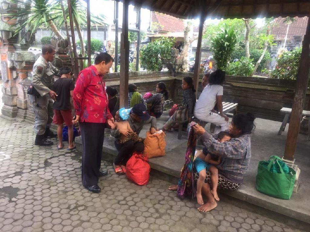 Banyak Gepeng di Ubud, Satpol PP Bikin Papan Larangan 3 Bahasa