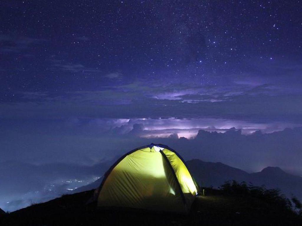 5 Tempat yang Indah di Indonesia Saat Gelap