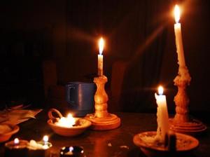 Tips Memakai Lilin ketika Mati Lampu Agar Rumah Aman dari Kebakaran